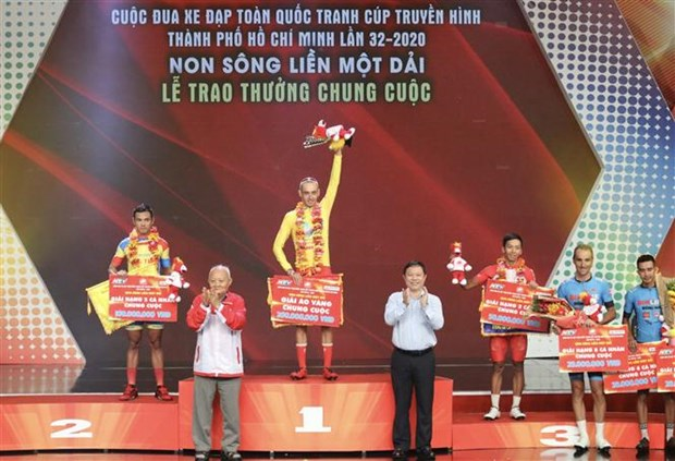 Spanish cyclist triumphs at HTV Cycling Tournament 2020 hinh anh 1