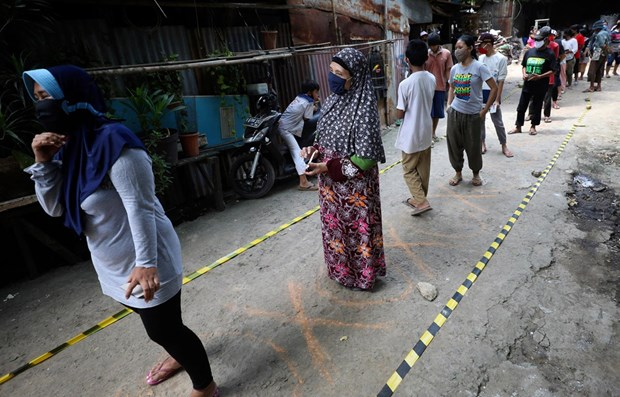 Indonesia to undergo lockdown again if surge in new COVID-19 cases reported hinh anh 1