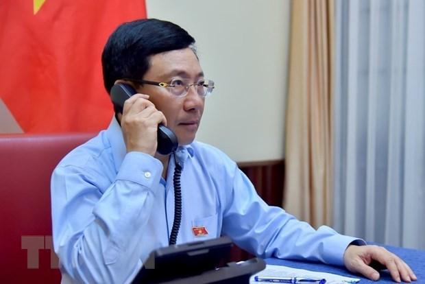 Vietnamese, Kuwait FMs hold phone talks hinh anh 1