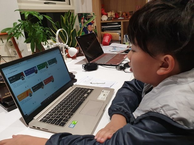 Online learning to be adopted alongside direct teaching in schools hinh anh 1