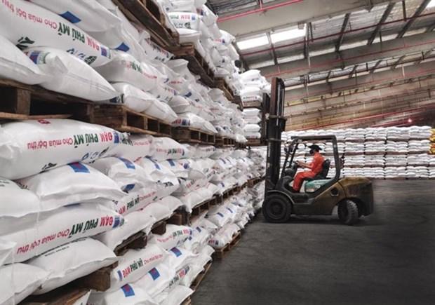 Finance ministry to consider VAT of 5 percent on fertiliser hinh anh 1