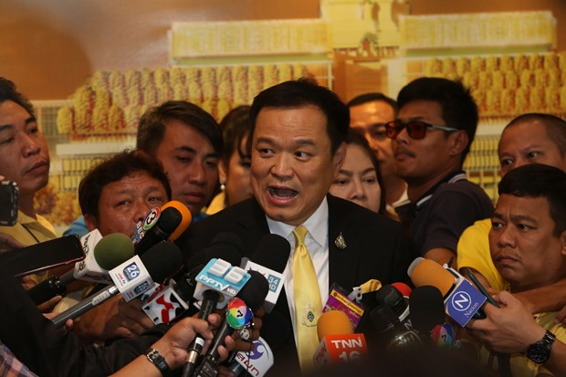 Thai Health Minister volunteers for COVID-19 vaccine test hinh anh 1