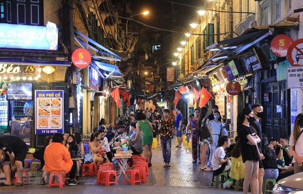Experts: Night-time economy expected to boost Hanoi tourism hinh anh 1