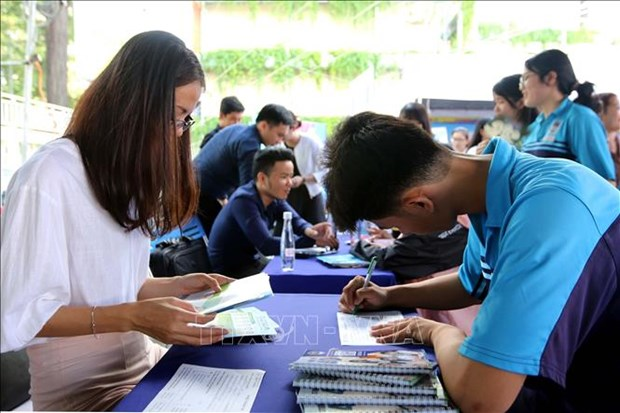 Post-COVID-19: HCM City firms recruit more workers hinh anh 1