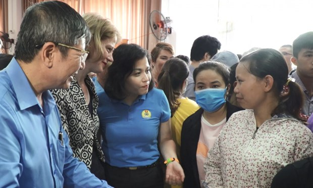 Zero-dong supermarket opened to help COVID-19-affected workers hinh anh 1