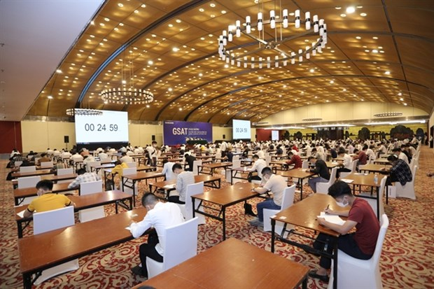 Samsung holds aptitude test for potential recruits hinh anh 1