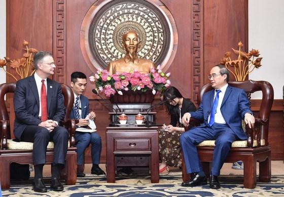 HCM City leader hosts US Ambassador hinh anh 1