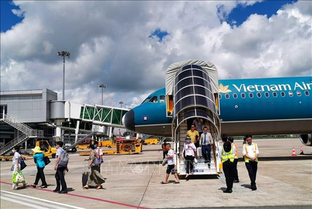 Vietnam Airlines to open five new domestic routes next month hinh anh 1