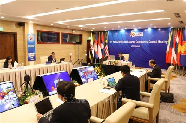 Lao highly values Vietnam as ASEAN Chair hinh anh 1
