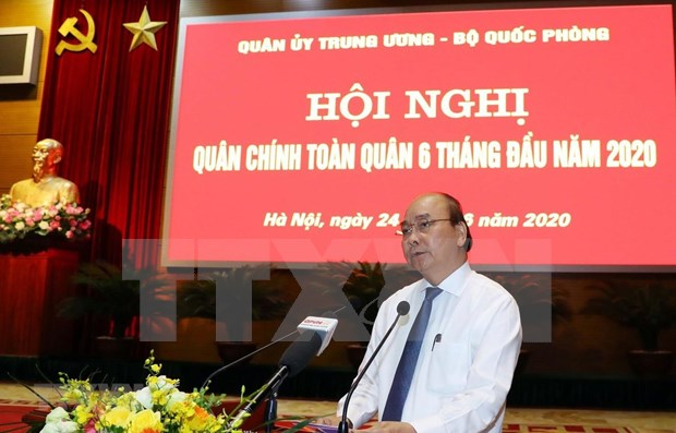 PM attends national political-military conference hinh anh 1