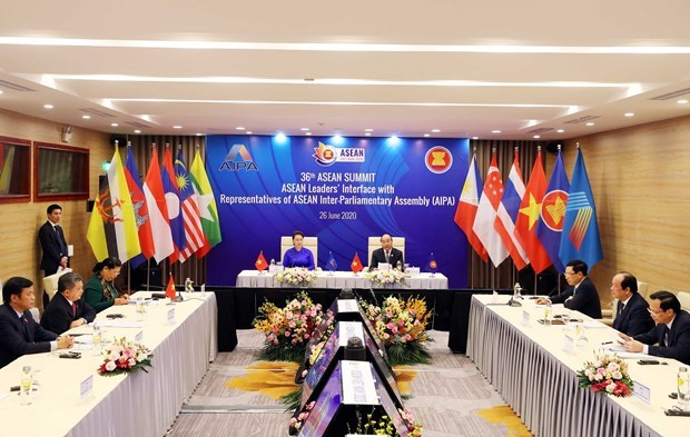 ASEAN governments, parliaments boost ties to build people-centred community hinh anh 1