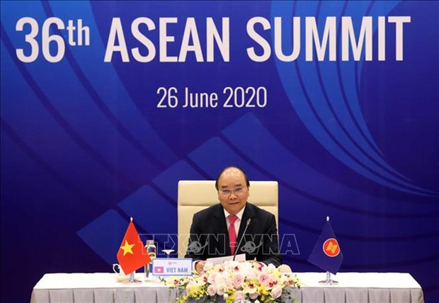PM Phuc calls for stronger ASEAN cooperation against COVID-19 hinh anh 1