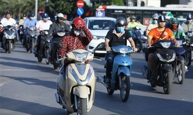 Hot weather to continue scorching northern and central Vietnam hinh anh 1