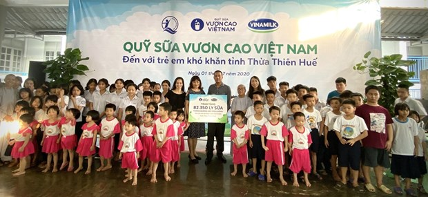 82,000 glasses of milk to be given to disadvantaged children in Thua Thien-Hue hinh anh 1