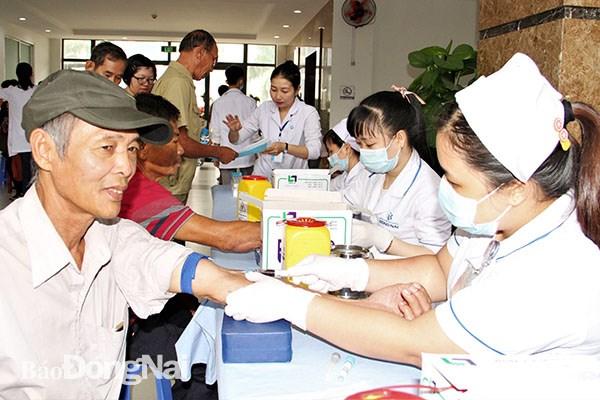 More than 1,000 AO victims in Dong Nai receive free health checks hinh anh 1