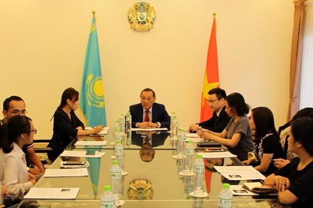Kazakhstan Ambassador lauds ties with Vietnam hinh anh 1