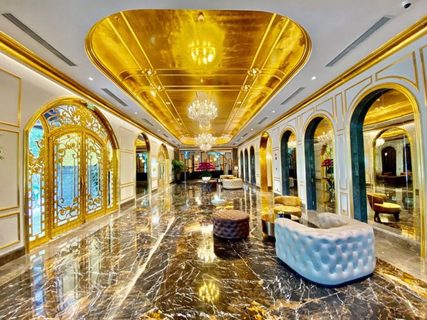 Vietnam's first gold-plated hotel opens in Hanoi hinh anh 1