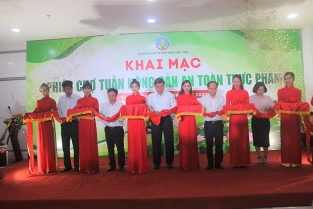 Fair on southern agricultural products, food safety opens hinh anh 1