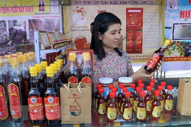 Da Nang: Nam O fish sauce making recognised as intangible cultural heritage hinh anh 1