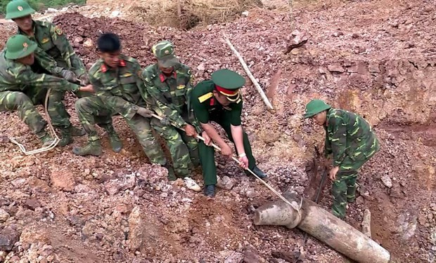 Vietnam-US joint efforts help with UXO clearance in Quang Tri hinh anh 1
