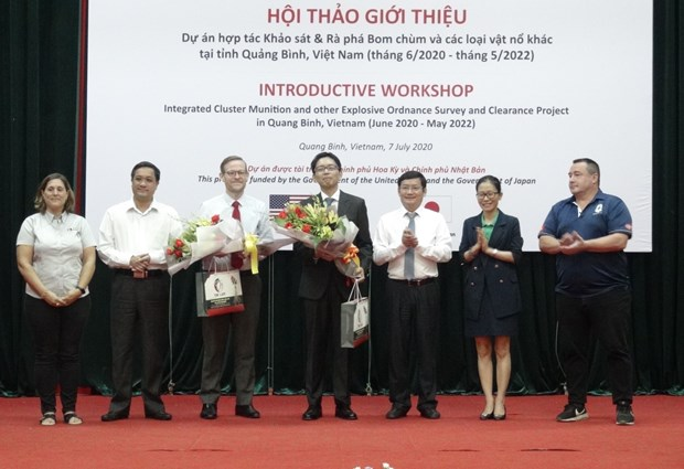 Foreign NGOs join hands to help Quang Binh clear UXO hinh anh 1