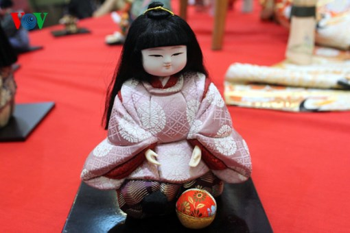 Traditional Japanese dolls exhibition comes back to Hanoi hinh anh 1