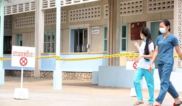 Cambodia prepares more quarantine spaces for increasing arrivals hinh anh 1