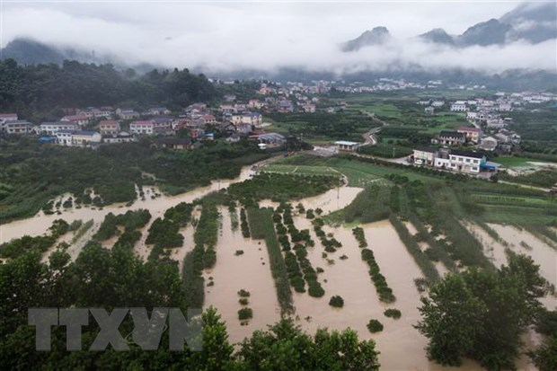 PM offers sympathy to China over severe floods hinh anh 1