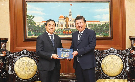 HCM City enhances cooperation with Laos, Hungary hinh anh 1