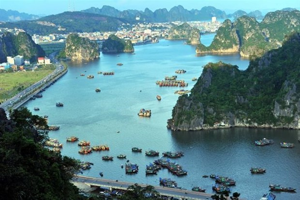 Ha Long Bay's entrance fees reinvested to help infrastructure hinh anh 1