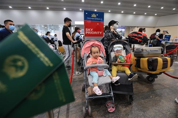 Nearly 300 citizens brought home from Russia hinh anh 1