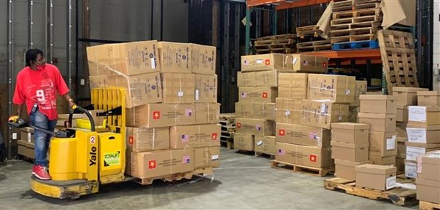 Hanoi presents two tonnes of face masks to New York city hinh anh 1