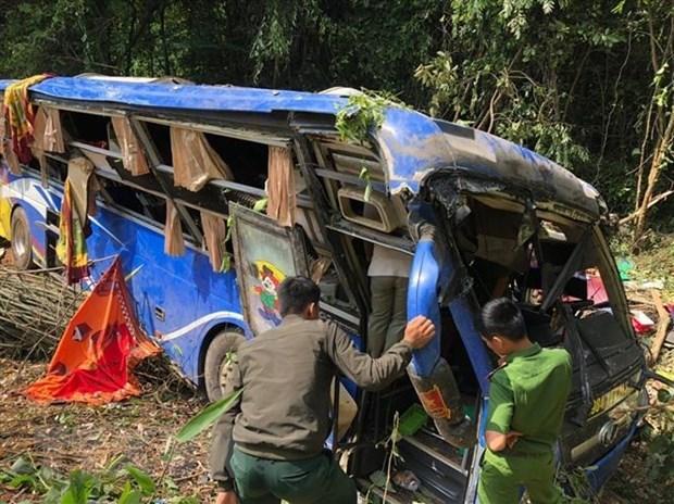 Five dead in coach crash in Kon Tum hinh anh 1