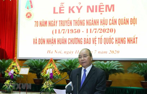PM attends military logistics sector's traditional day hinh anh 1