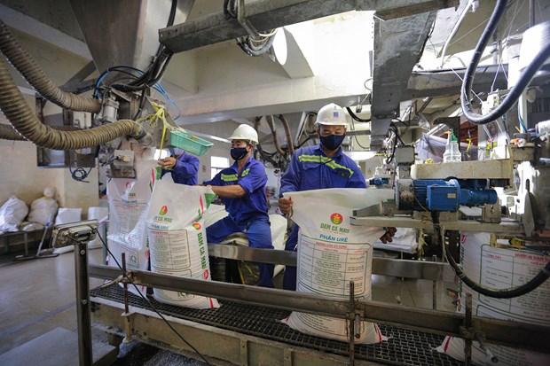 PetroVietnam earns 12.2 billion USD in revenue in H1 hinh anh 5