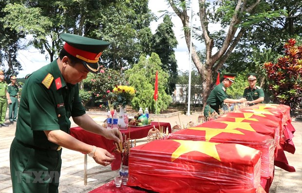 Remains of 10 martyrs reburied in Dak Nong hinh anh 1