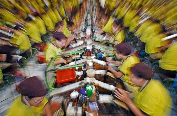 Indonesia's manufacturing sector sees sharp drop in Q2 hinh anh 1