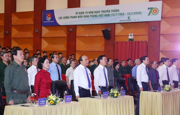 Prime Minister lauds devotion of youth volunteers hinh anh 1