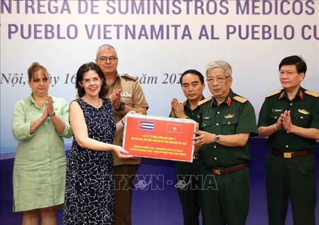 Defence Ministry donates medical supplies to help Cuba fight COVID-19 hinh anh 1