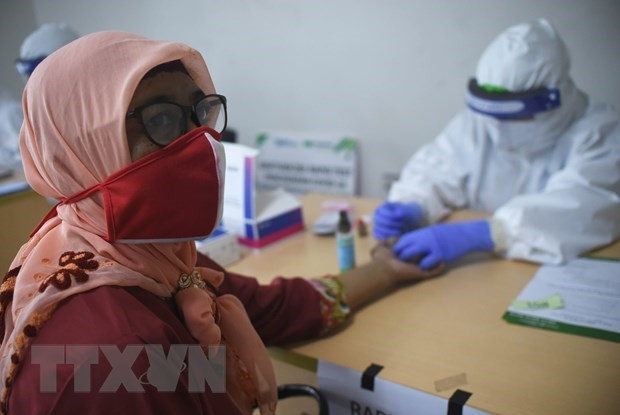 COVID-19 cases rise sharply in Indonesia, Philippines hinh anh 1