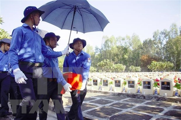 An Giang lays wartime martyrs to rest hinh anh 1