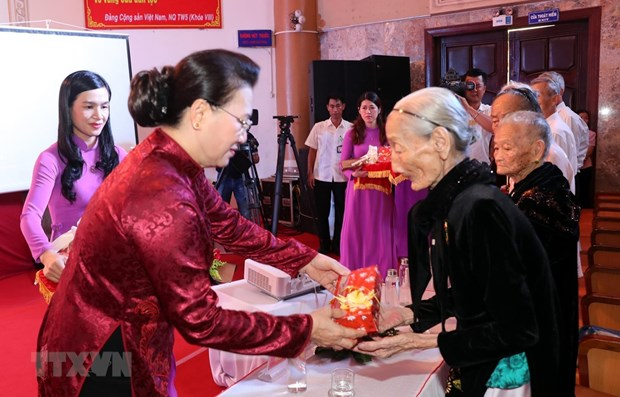 War martyrs' families honoured in Quang Nam hinh anh 1