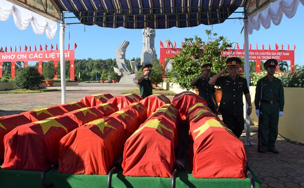 Remains of 52 soldiers reburied in Dong Thap province hinh anh 1