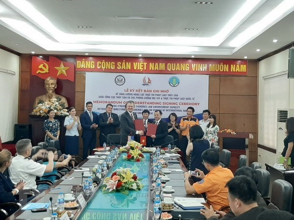 Vietnam, US to strengthen fishery law enforcement capacity hinh anh 1