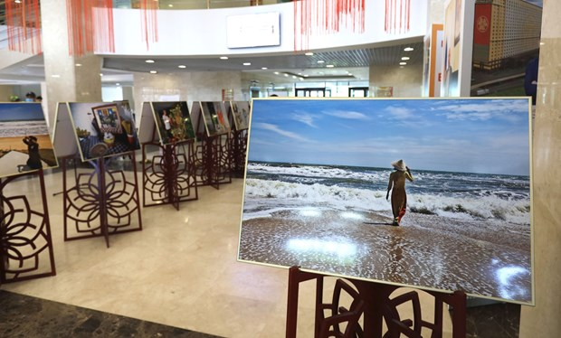 Vietnam's culture, coastal life impresses Russian audience hinh anh 3