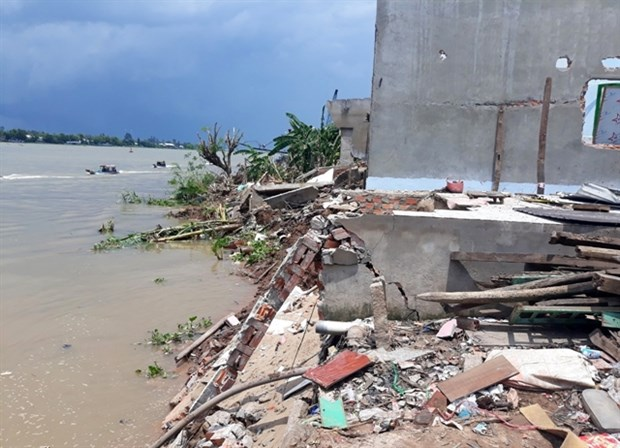 An Giang moves residents affected by erosion to safe place hinh anh 1