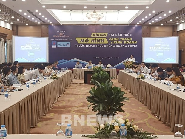 Forum talks business restructuring for post-COVID-19 recovery hinh anh 1