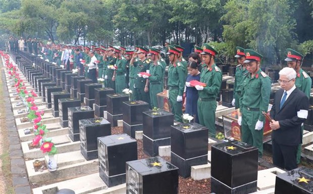 Remains of soldiers reburied in Binh Phuoc hinh anh 1