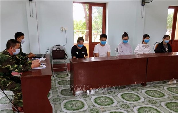 Deputy PM directs resolutely preventing illegal entry into Vietnam hinh anh 1