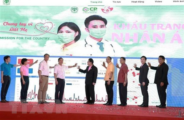 8 million face masks to be presented to COVID-19 forces, people in need hinh anh 1
